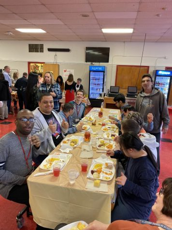 Woodbridge High School Holds A Thanksgiving Feast